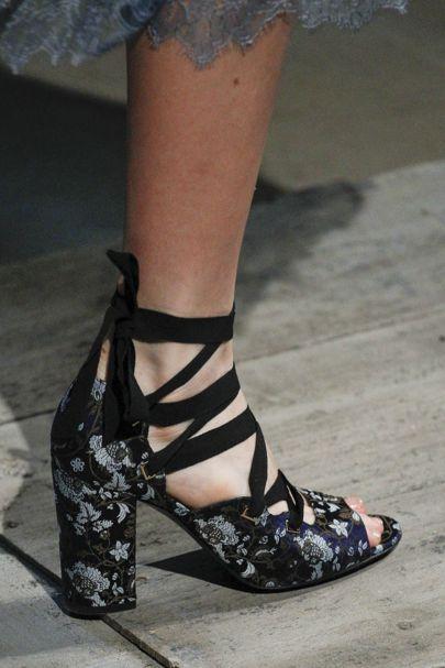 pantofi-print-floral-erdem
