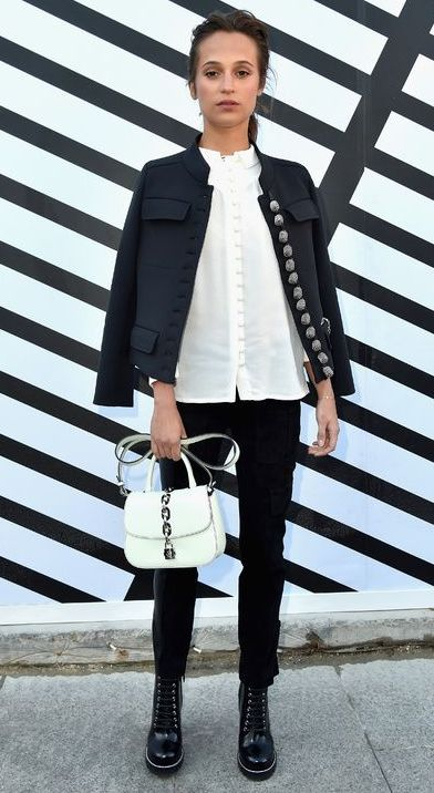 alicia-alb-negru