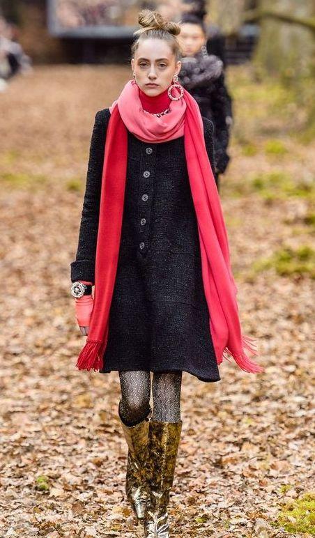 palton-negru-clasic-chanel