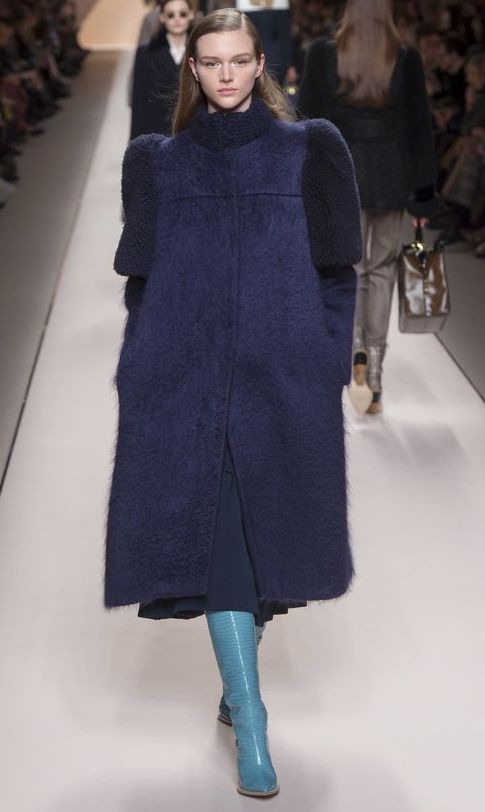 palton-oversized-lung-fendi