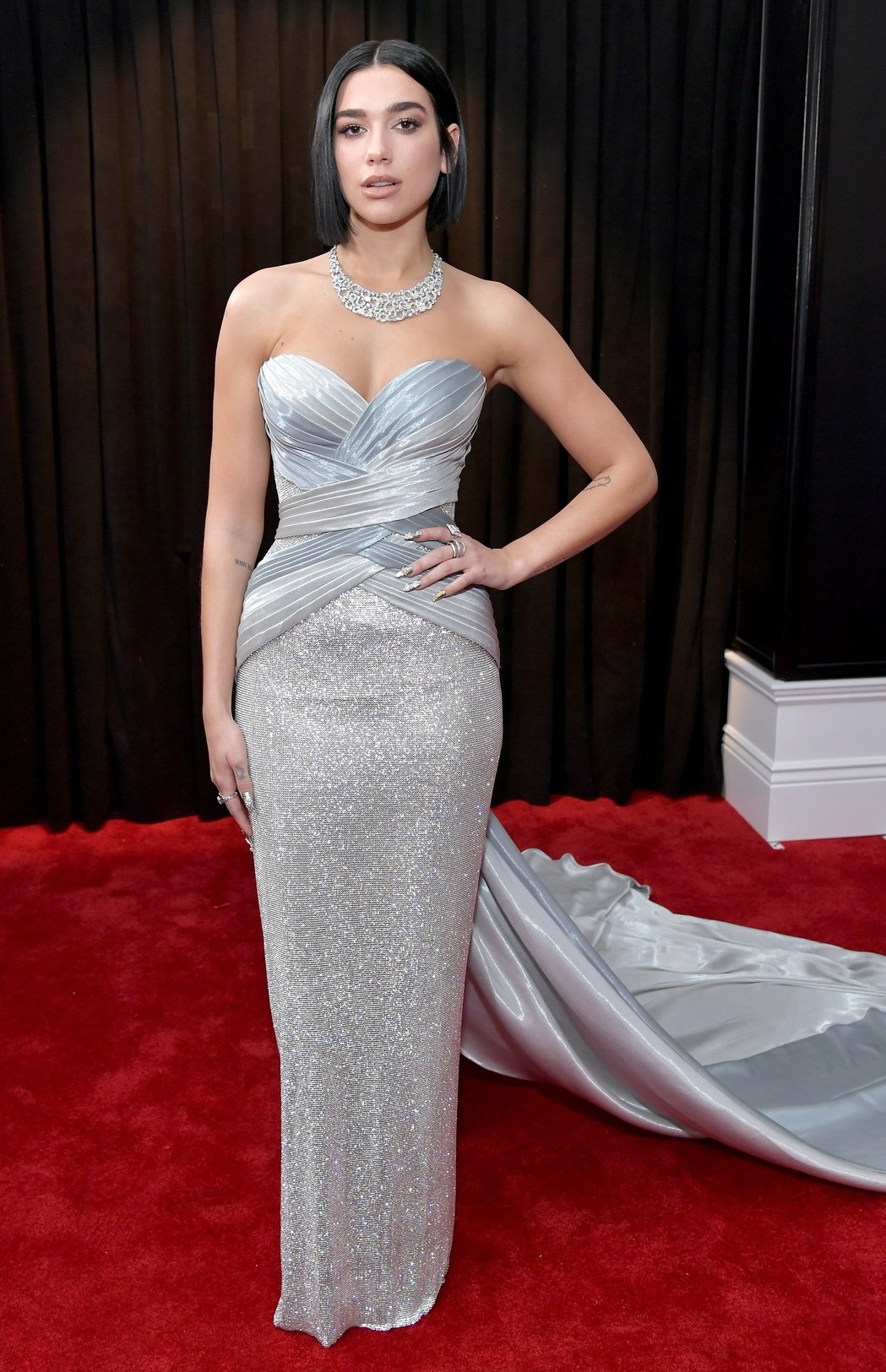 rochie-argintie-eleganta