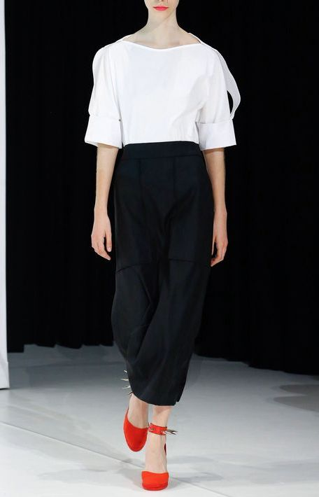 pantaloni-negri-top-alb