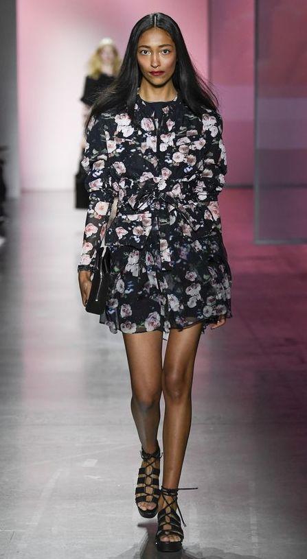 rochie-flori-maneci-lungi