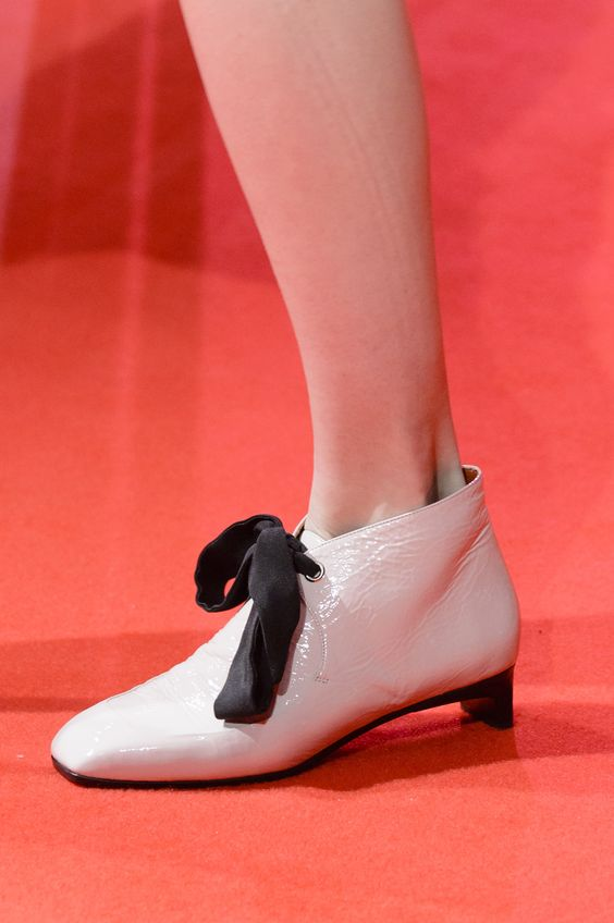 pantofi-albi-lim