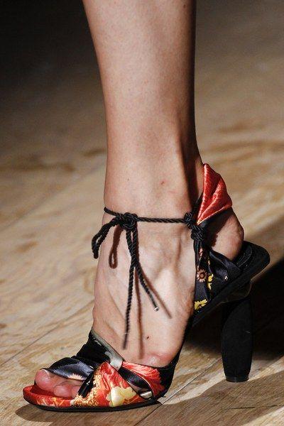 pantofi-print-floral-van-noten