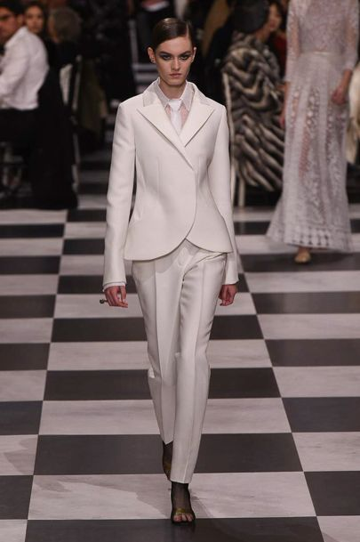 pantaloni-albi-costum-dior