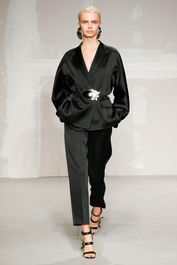 costum-negru-krizia