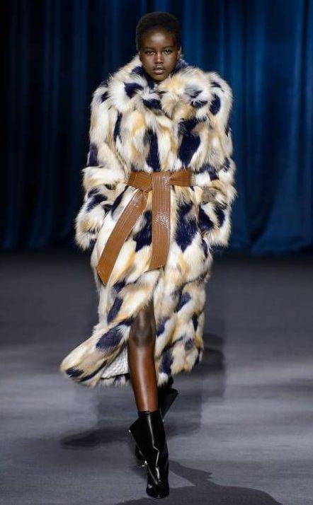 palton-blana-curea