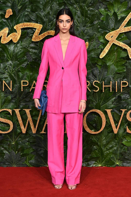 costum-roz-elegant-loewe
