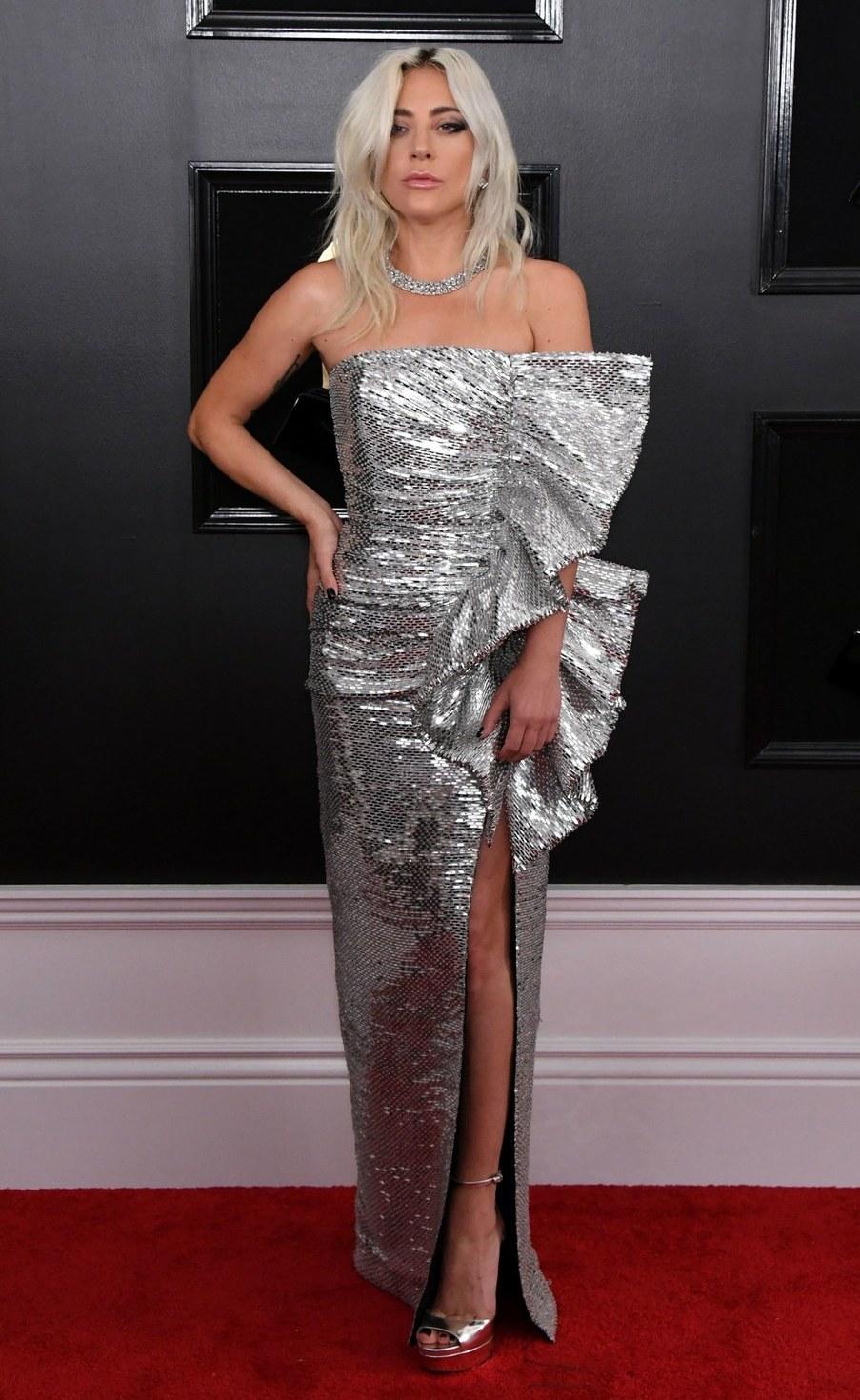 rochie-argintie-gaga