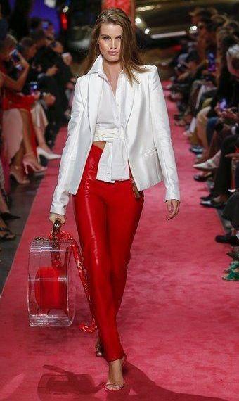 sacou-alb-pantaloni-rosii
