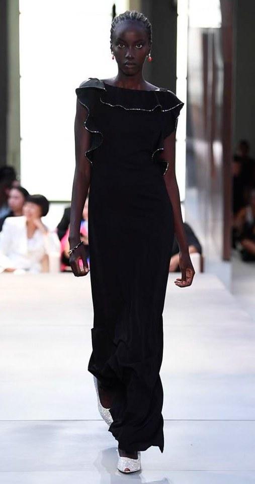 rochie-neagra-lunga-eleganta