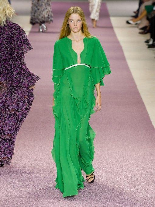 rochie-verde-volane