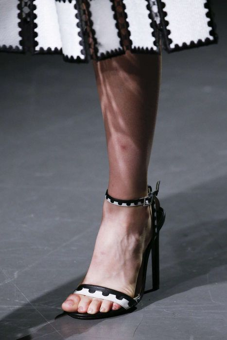 sandale-alb-negru