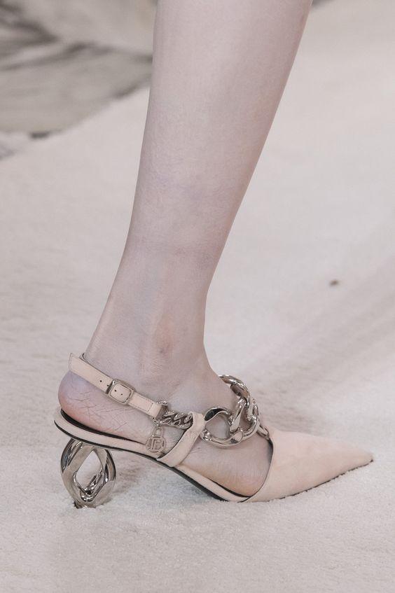 sandale-toc-fantezie